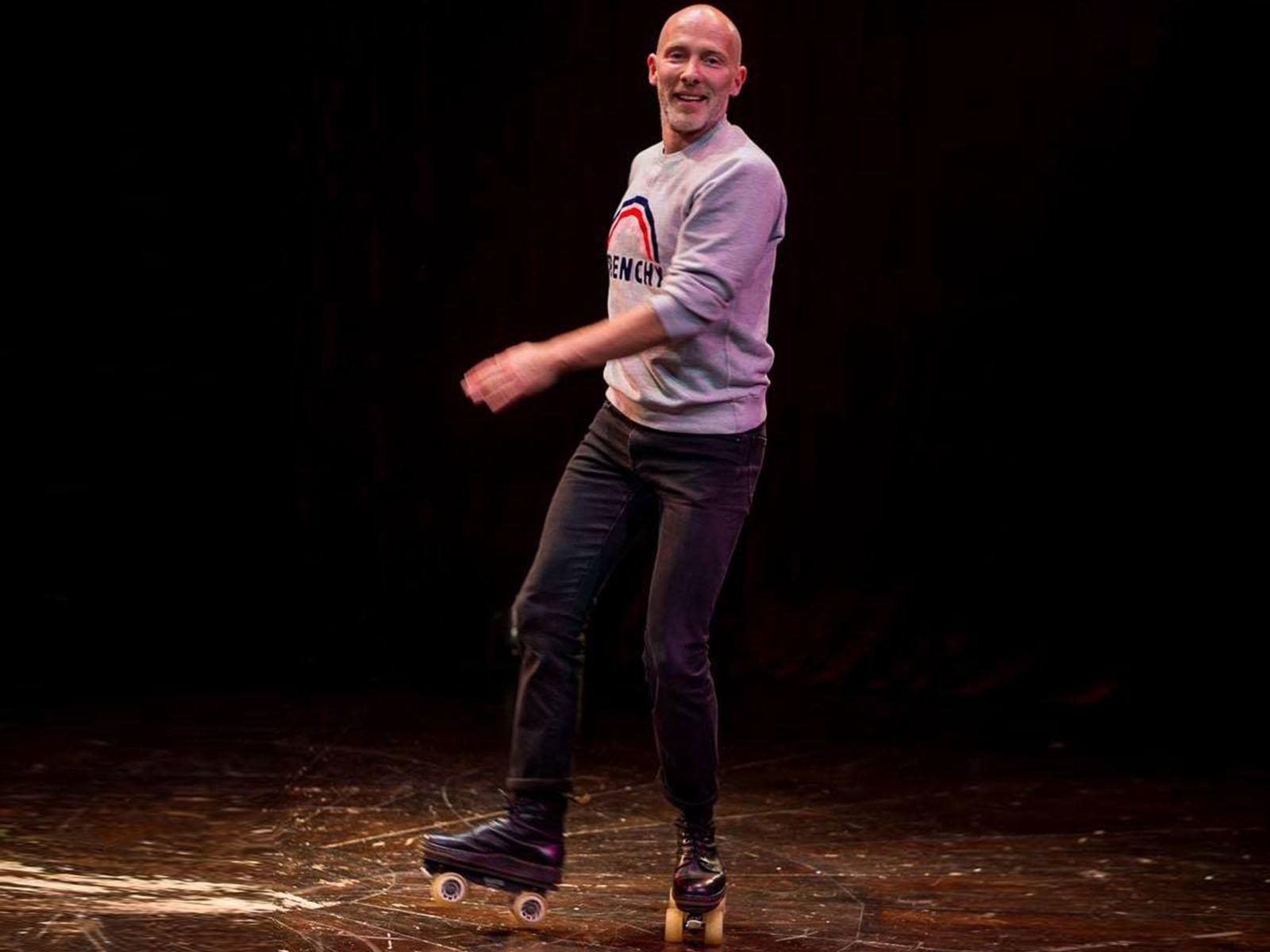 Jean-Marc danse sur scène