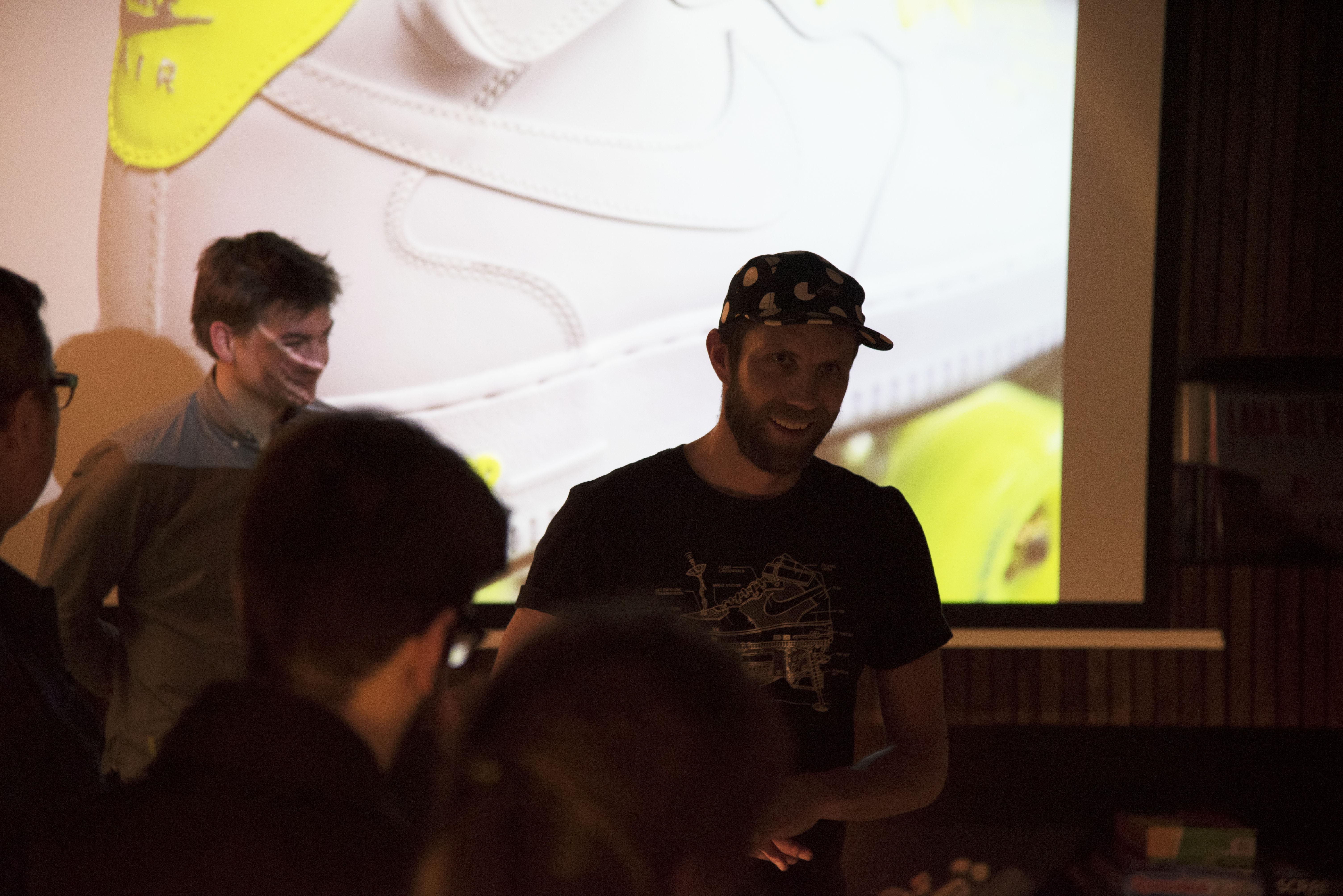 Les co-fondateurs pendant la présentation de la capsule fluo