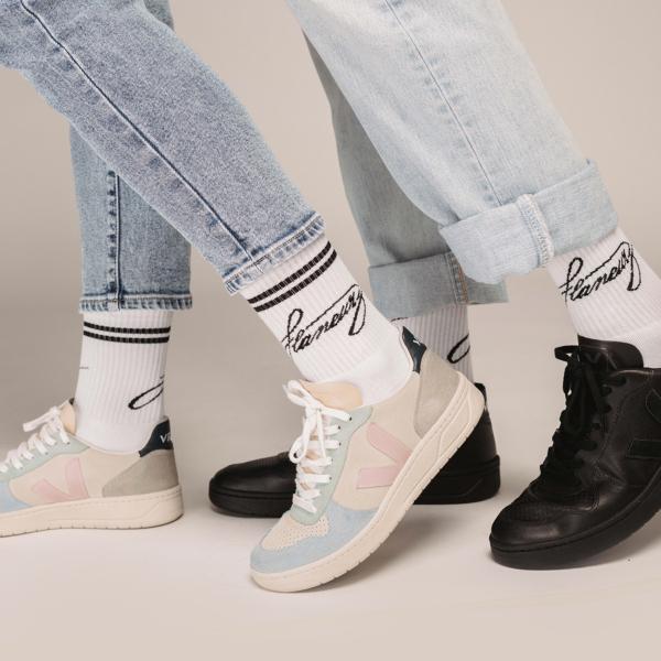 SOCKS - WHITE BLACK