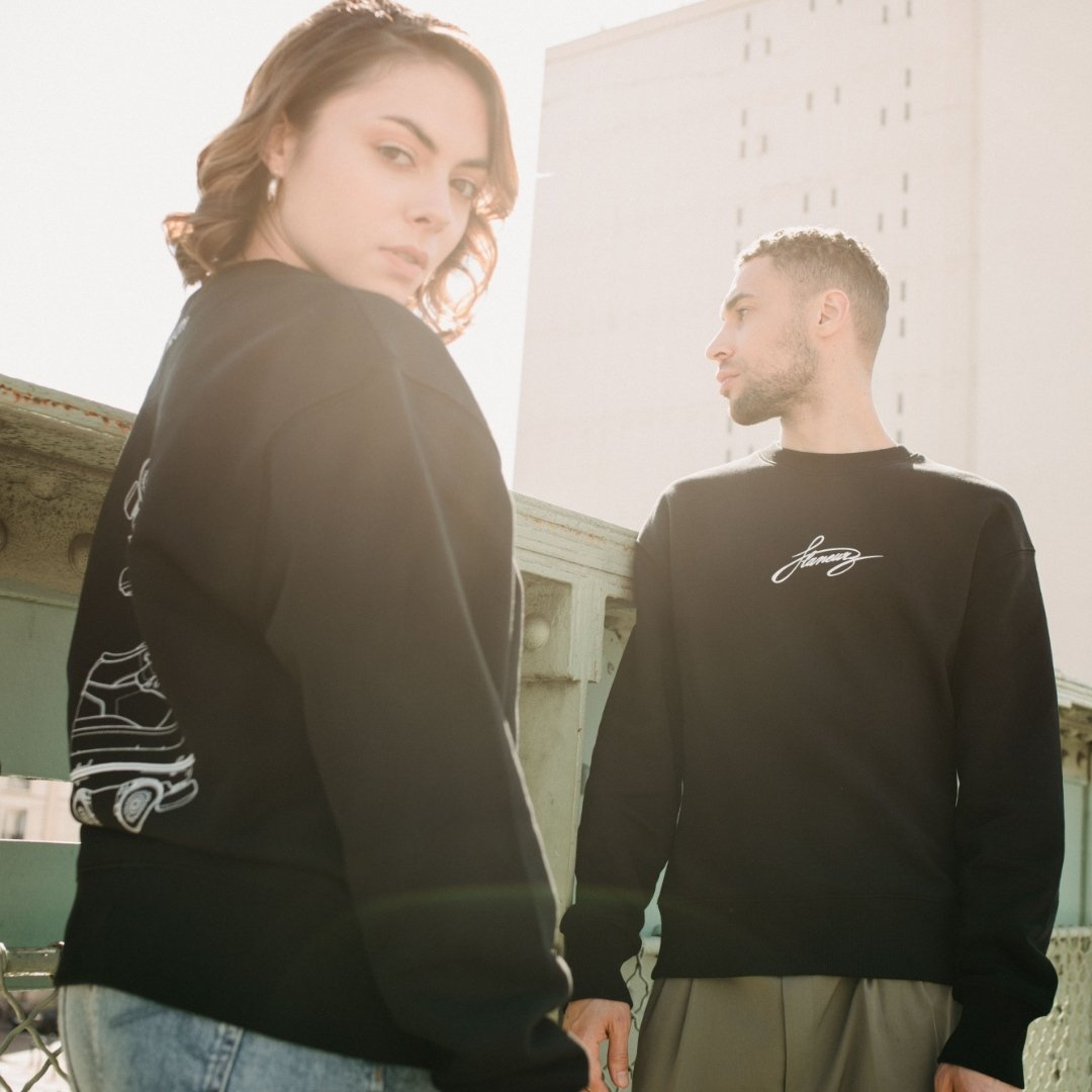 ESSENTIAL 2021 For its second ready-to-wear collection, Flaneurz marks the identity of the skater with three unisex pieces The sweatshirt, t-shirt and sock, will be available on April 8th